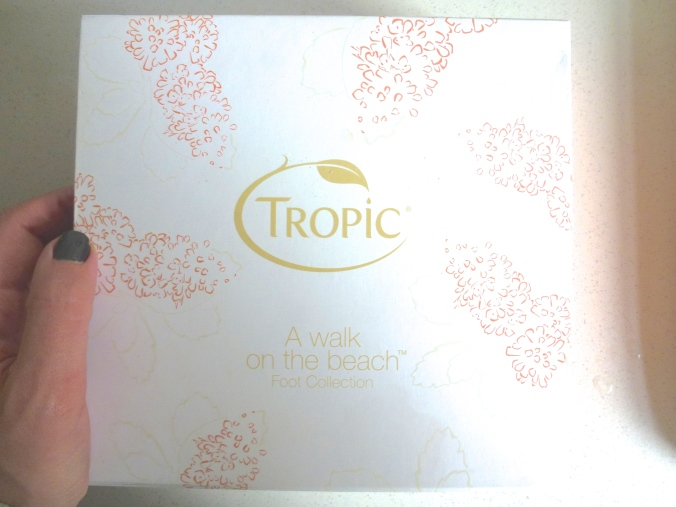 Tropic a walk on the beach gift box